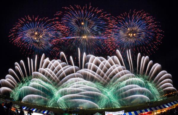 信州の夜空を彩る晩秋の花火大会