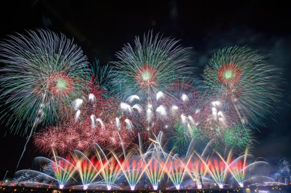 全国から選び抜かれた28人の花火師さんが日本一を目指し、精魂込めて製作した作品を打ち上げます!