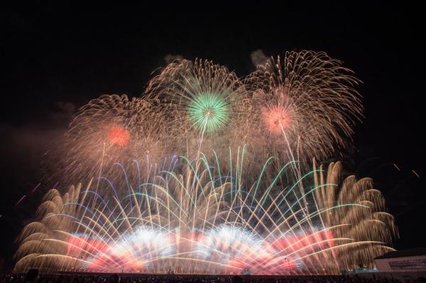 夏のはじまりを告げる花火イベント!全国各地より花火ファンが集います