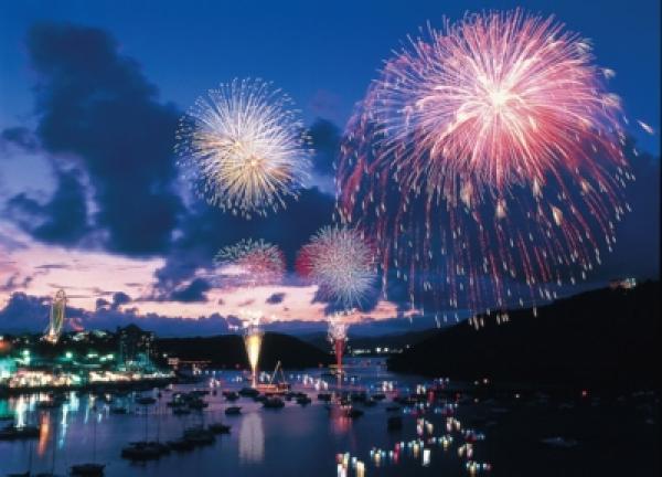 浜名湖かんざんじ温泉 灯篭流し花火大会