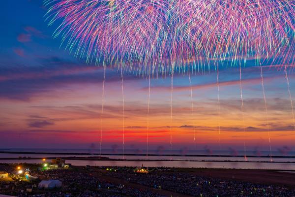 海のロケーションを生かした大花火大会
