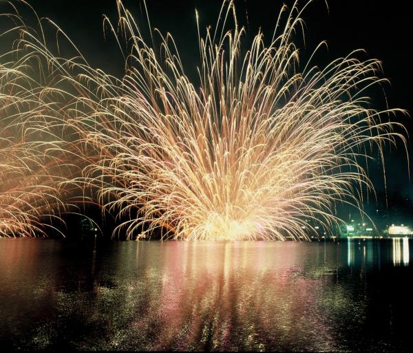 松原湖灯籠流し花火大会