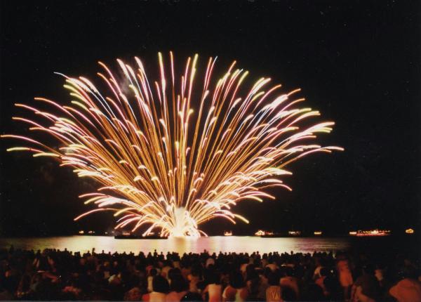 くろべ生地浜海上花火大会・生地ゑびす祭り