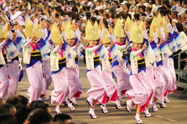 400年以上の歴史を誇る本場徳島の阿波おどり