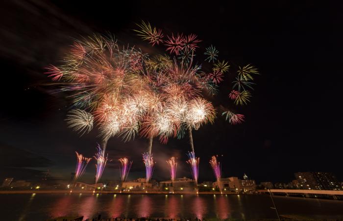 新潟開港150周年を記念した花火大会