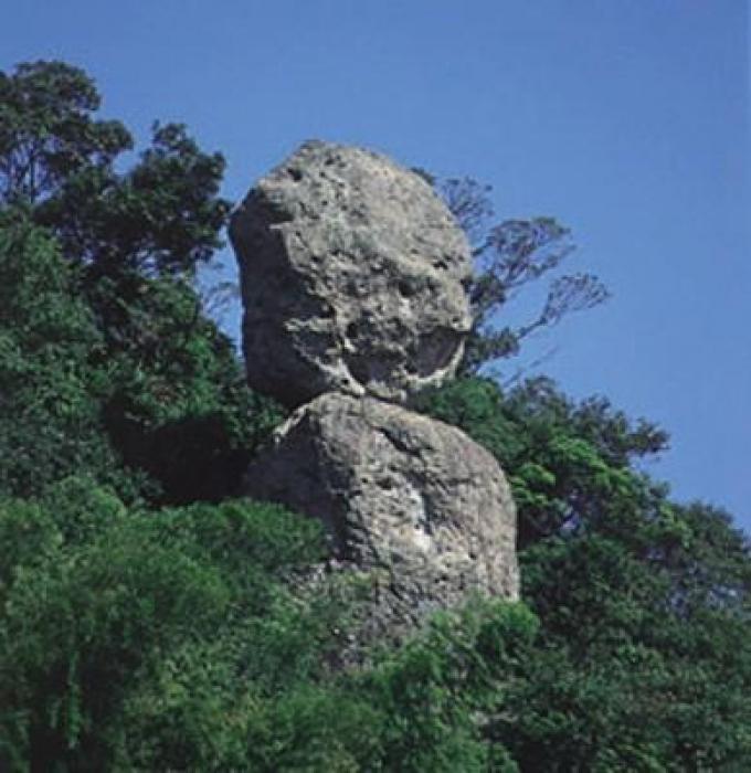 さばくさらかし岩(継石坊主)