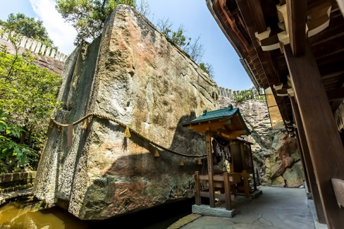 石乃寶殿(浮石) 生石神社