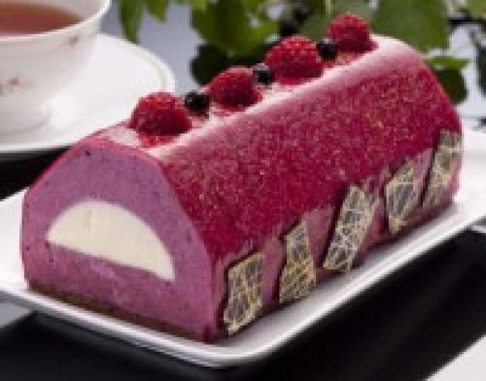 「シュトラウス」のカシスケーキ